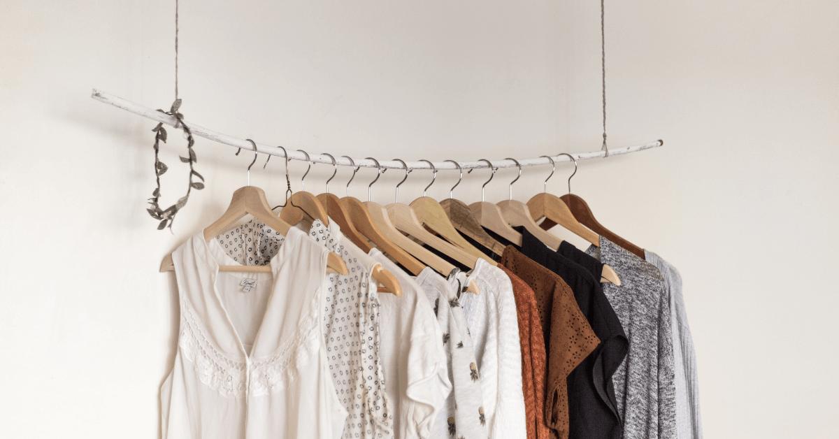 Learn How to Organize Your Closet In 18 (Simple) Steps. Featured image for blog post.